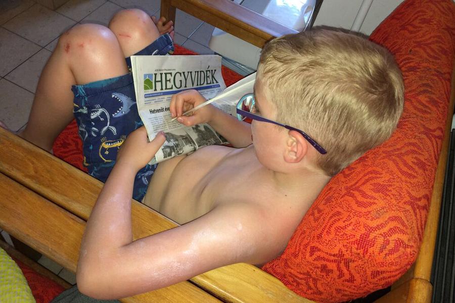 hattyútollal olvas