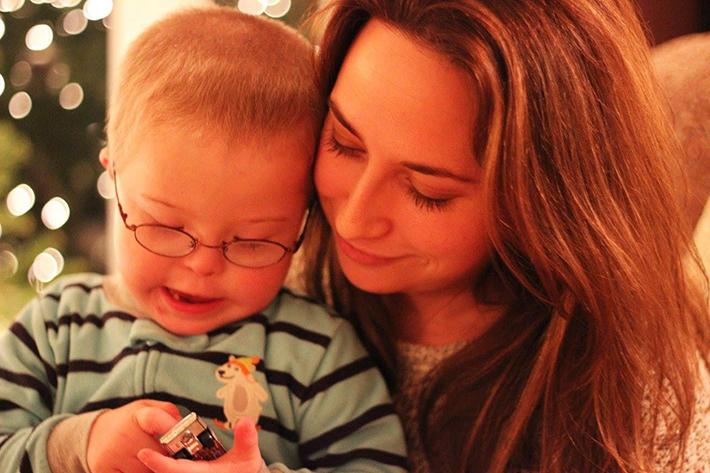 Laura Kilgus fényképész, unokaöccsével, Tommyval