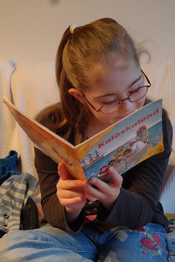Szirka olvas