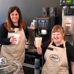 """""""A világ leglelkesebb munkavállalói"""": Fogyatékossággal élő alkalmazottak kávézókban és éttermekben"""