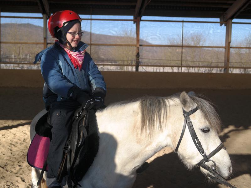 Ármin lovagol